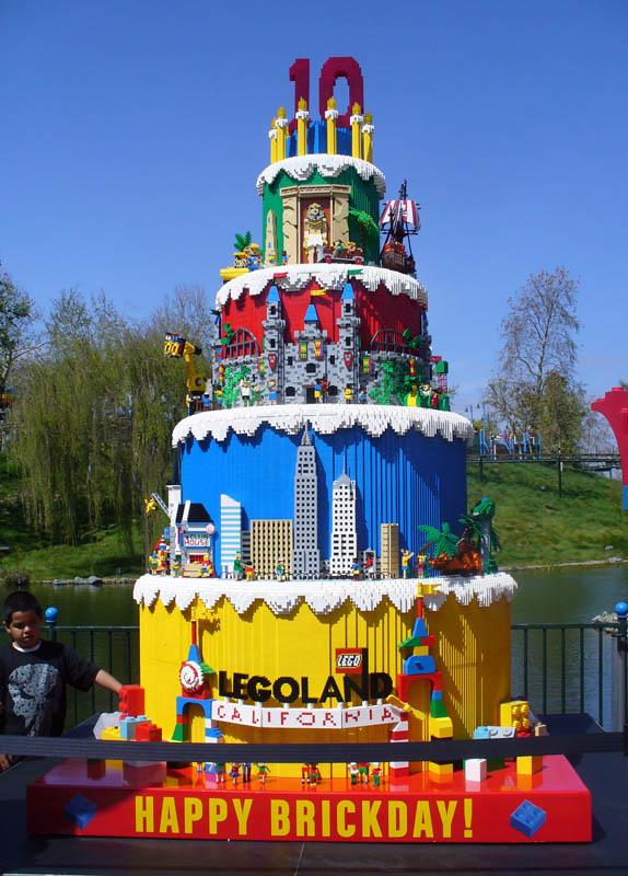 LEGOLAND California Is  Years Old Modelbuildingsecretss Weblog - The biggest birthday cake